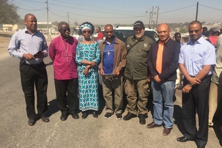 """Delegação que caminha para resgatar Dhlakama da """"Parte Incerta"""""""