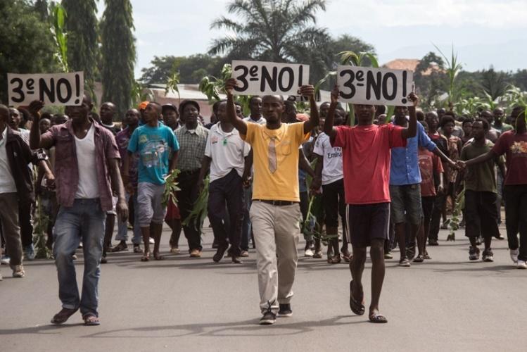 Protestos multiplicam-se no Burundi