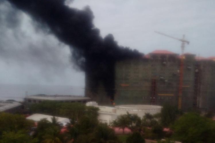 Hotel em construção no CCJC pegou fogo na manhã de hoje (VIDEO)