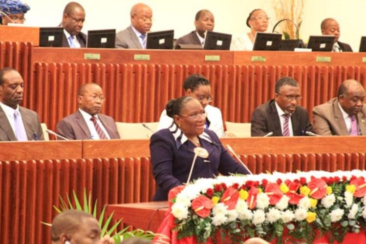 Macamo quer aprofundar cooperação com Angola