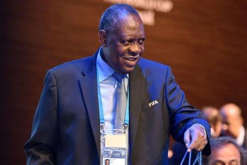 Hayatou presidente interino da FIFA