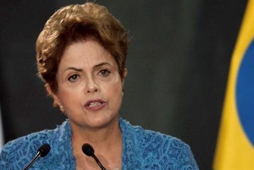 Oposição brasileira pede demissão de Dilma