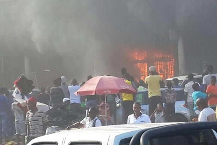 Resultado de imagem para incendio na oficina maputo