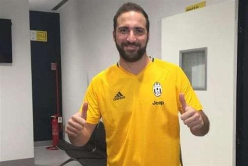 Higuaín na Juventus por 90 milhões de euros