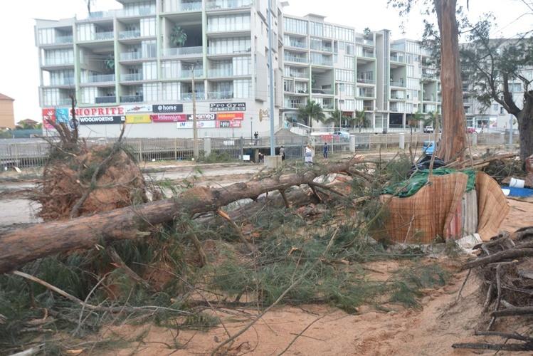 Ladrões aproveitam-se do vendaval para pilhar bens em Maputo