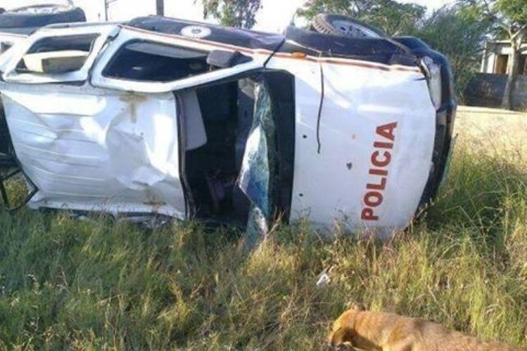 Capotamento de carro provoca morte de polícias