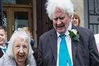 Mulher de 89 anos casou com sem-abrigo que lhe vasculhava o lixo há 40 anos