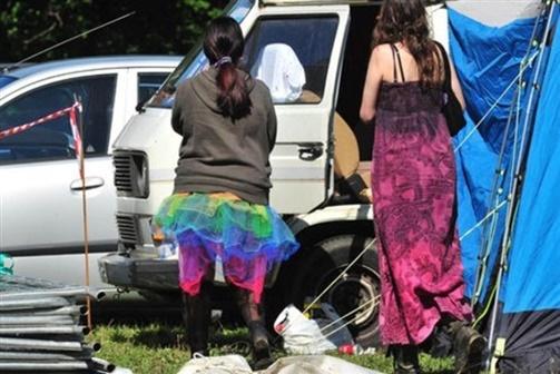 Homem encontrado morto em festival de sexo
