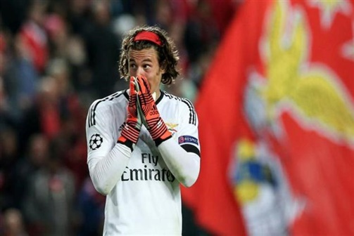 Svilar será titular no próximo jogo do Benfica