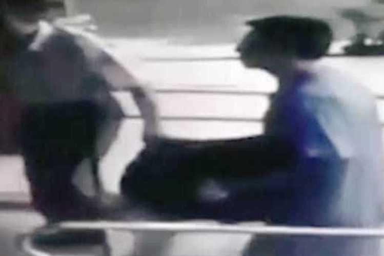 Homem entrega-se à polícia com corpo da filha que matou há 12 anos