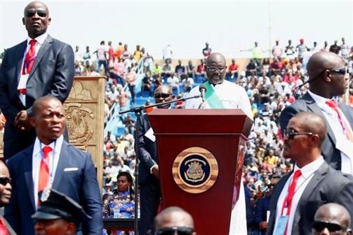 Libéria: Weah tomou posse como presidente num estádio de futebol