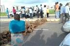 Moradores que construíram em zonas proibidas colocam barricadas na Circular