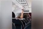 Apanhada a secar cuecas no ar condicionado de um avião
