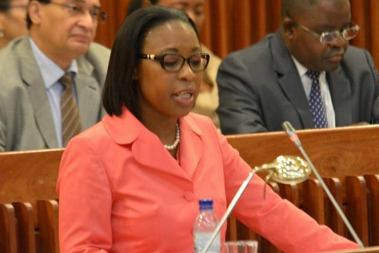 Buchili no Parlamento prestar o seu informe anual