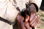 Indivíduo a contas com a polícia por balear seu filho em Manica
