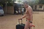 Sul-africano que fumava soruma queria viajar sem roupas