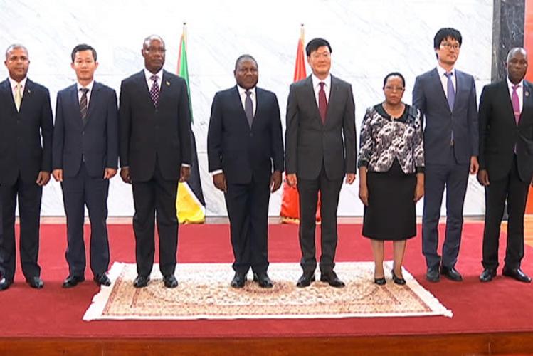 Nyusi pede apoio aos diplomatas no incentivo a investimento estrangeiro