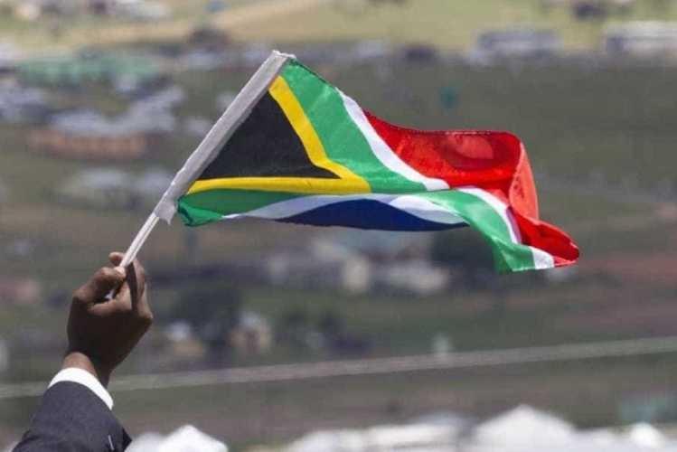 Altos funcionários do ANC acusados de defraudar estado sul-africano