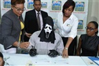 Vencedor de lotaria reclama prémio com máscara para que a família não lhe peça dinheiro emprestado