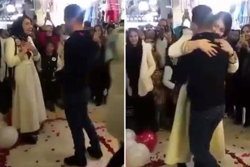 Casal detido por se abraçar após pedido de casamento