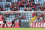 Benfica sofre mas vence em casa do Santa Clara (vídeo)