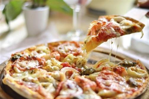 Distribuidor arrisca prisão por cuspir na pizza do cliente