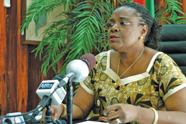 Ministra da Educação pede colaboração dos encarregados de educação