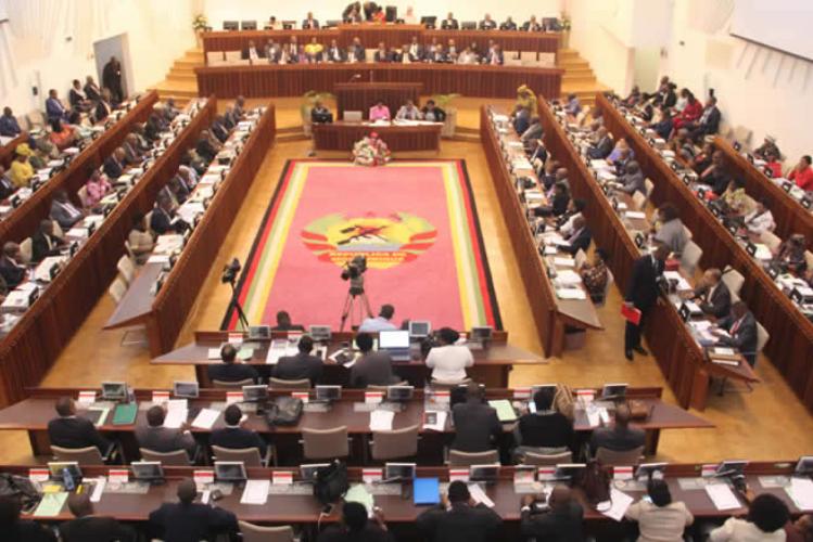 Parlamento completa órgãos de funcionamento