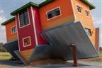 Casa ao contrário na África do Sul chama a atenção de turistas