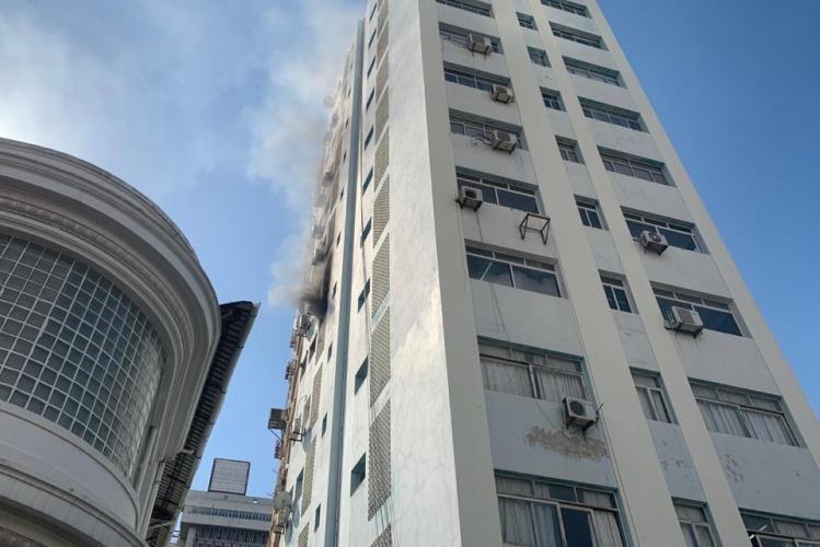 """Apartamento do INAHINA na """"travessa da Boa Morte"""" pega fogo"""
