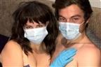 Mulher obriga namorado a fazer sexo com luvas e máscara devido ao coronavírus