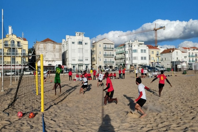 Em ritmo de treino Selecção de futebol de praia empata frente ao ADC Sótão (4-4)