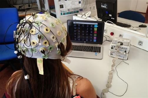 """Novo interface cérebro-computador transforma """"escrita mental"""" em texto num ecrã"""