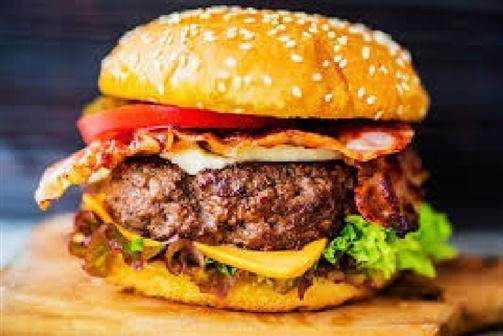 Mulher encontra dedo humano em hambúrguer que estava a comer no restaurante