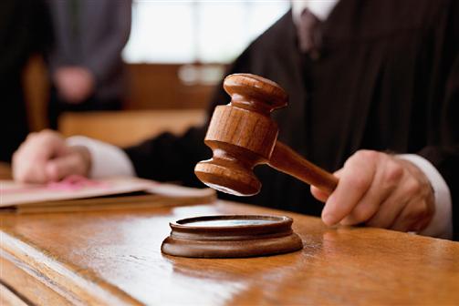 Réu assassinado em tribunal por dois criminosos disfarçados de advogados